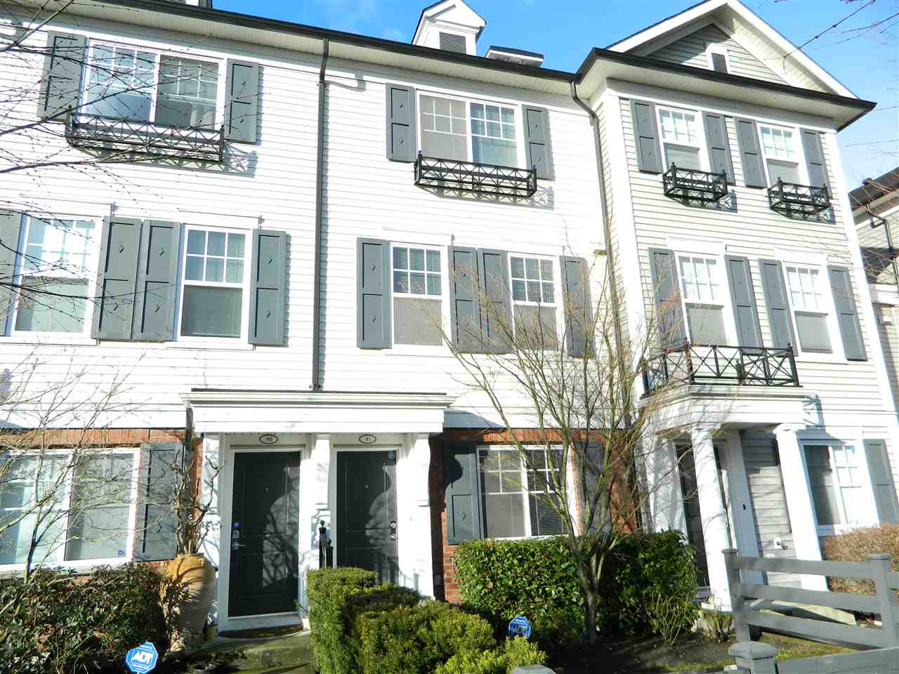 "Main Photo: 91 688 EDGAR Avenue in Coquitlam: Coquitlam West Townhouse for sale in ""GABLE"" : MLS(r) # R2157050"