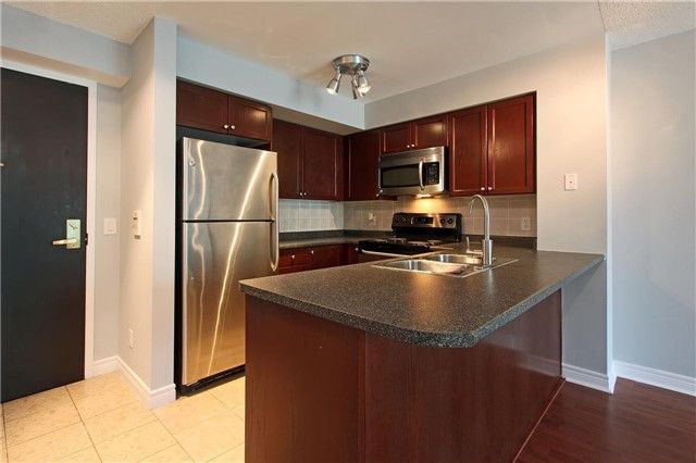 FEATURED LISTING: 1106 - 51 Lower Simcoe Street Toronto