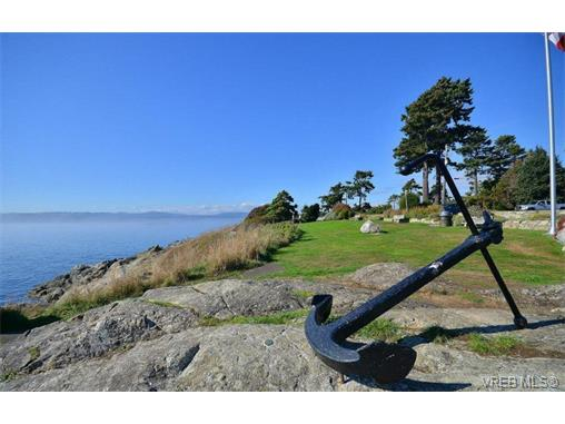 Main Photo: 301 614 Fernhill Place in VICTORIA: Es Rockheights Condo Apartment for sale (Esquimalt)  : MLS® # 353153
