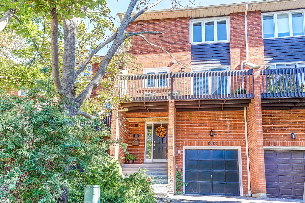 Main Photo: 1232 Cornerbrook Place in Mississauga: Erindale House (3-Storey) for sale : MLS® # W3604290