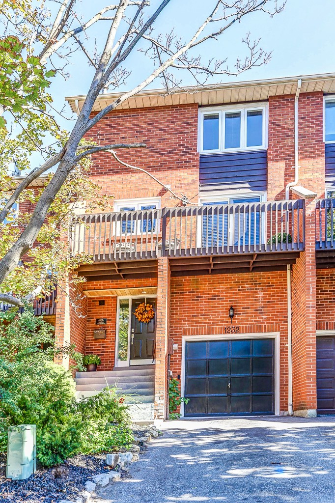 Photo 2: 1232 Cornerbrook Place in Mississauga: Erindale House (3-Storey) for sale : MLS® # W3604290