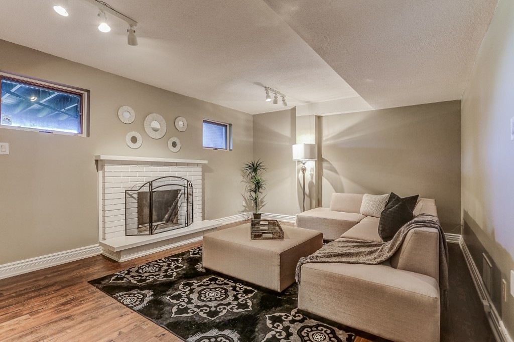 Photo 6: 1232 Cornerbrook Place in Mississauga: Erindale House (3-Storey) for sale : MLS® # W3604290