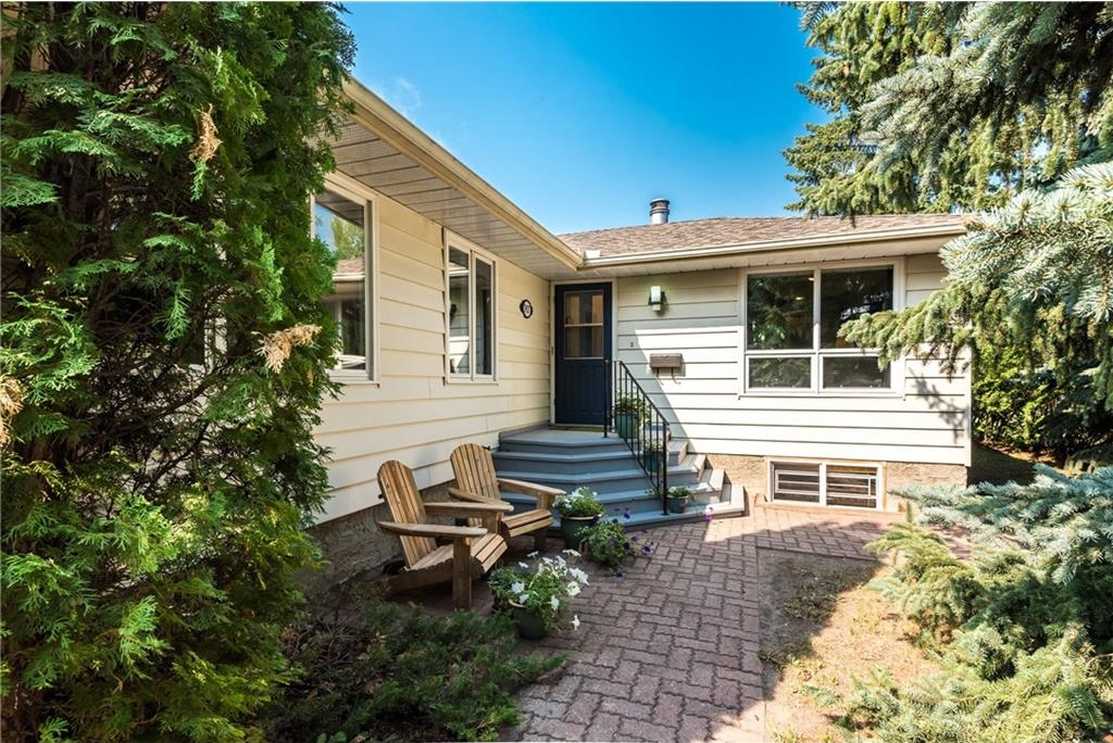 Main Photo: 3927 23 Avenue SW in Calgary: Glendale House for sale : MLS® # C4130650