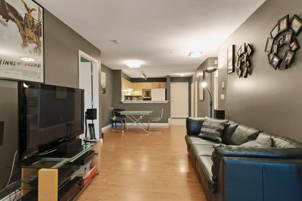 "Photo 2: 306 137 E 1ST Street in North Vancouver: Lower Lonsdale Condo for sale in ""CORONADO"" : MLS® # V1098807"