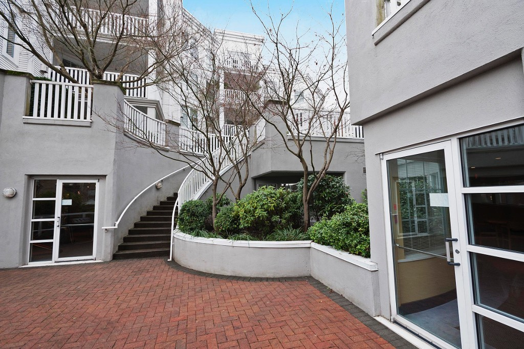 "Photo 18: 306 137 E 1ST Street in North Vancouver: Lower Lonsdale Condo for sale in ""CORONADO"" : MLS® # V1098807"