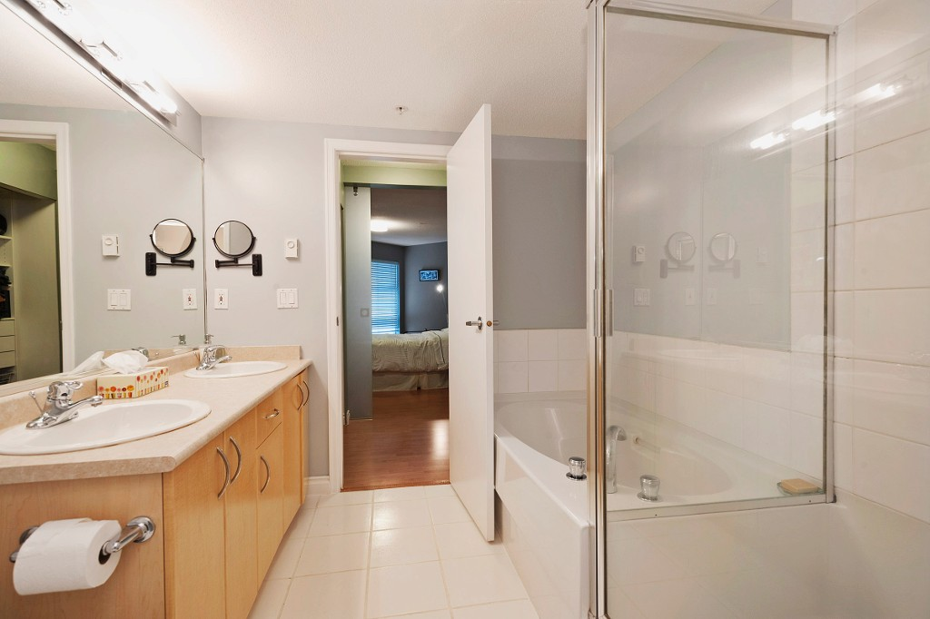 "Photo 11: 306 137 E 1ST Street in North Vancouver: Lower Lonsdale Condo for sale in ""CORONADO"" : MLS® # V1098807"