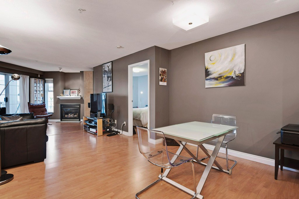 "Photo 4: 306 137 E 1ST Street in North Vancouver: Lower Lonsdale Condo for sale in ""CORONADO"" : MLS® # V1098807"