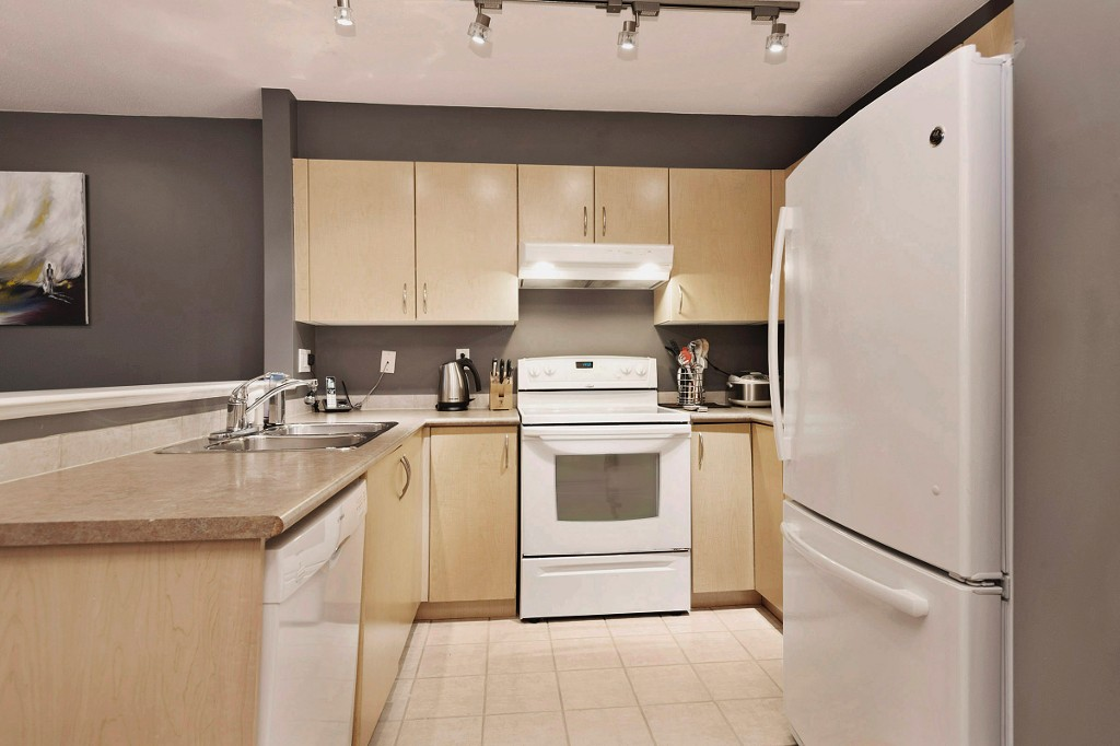 "Photo 6: 306 137 E 1ST Street in North Vancouver: Lower Lonsdale Condo for sale in ""CORONADO"" : MLS® # V1098807"