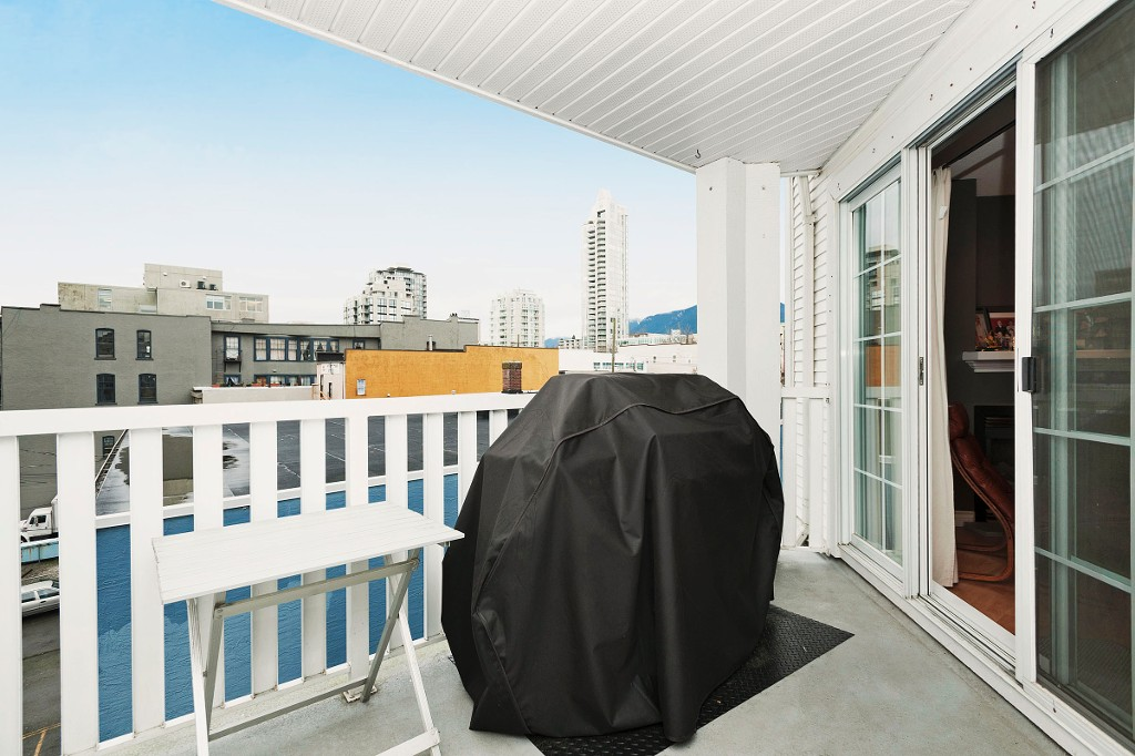 "Photo 14: 306 137 E 1ST Street in North Vancouver: Lower Lonsdale Condo for sale in ""CORONADO"" : MLS® # V1098807"