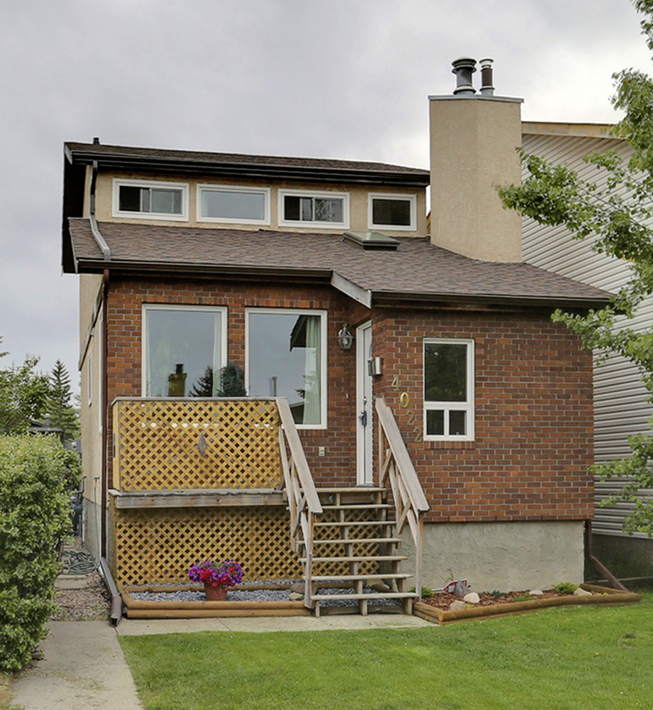 Main Photo: 4022 46 Street SW in Calgary: House for sale : MLS® # C4014489