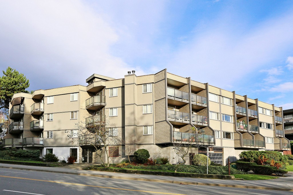"Main Photo: 109 212 FORBES Avenue in North Vancouver: Lower Lonsdale Condo for sale in ""Forbes Manor"" : MLS® # R2121714"