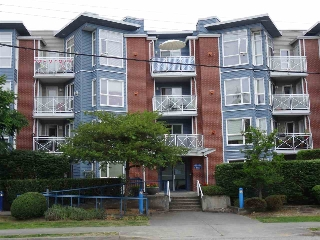 "Main Photo: 408 20245 53 Avenue in Langley: Langley City Condo for sale in ""Metro 1"" : MLS® # R2183440"