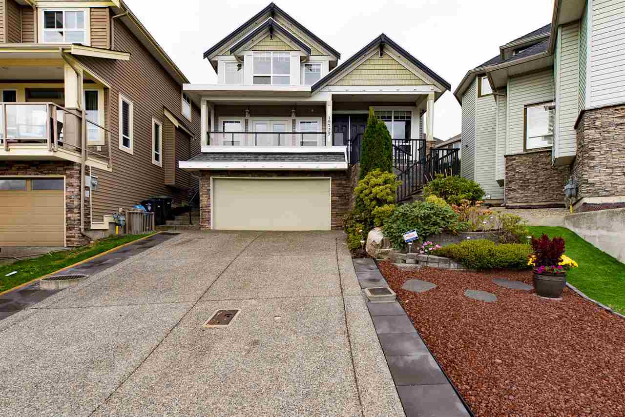 Main Photo: 19725 68B Avenue in Langley: Willoughby Heights House for sale : MLS®# R2212803