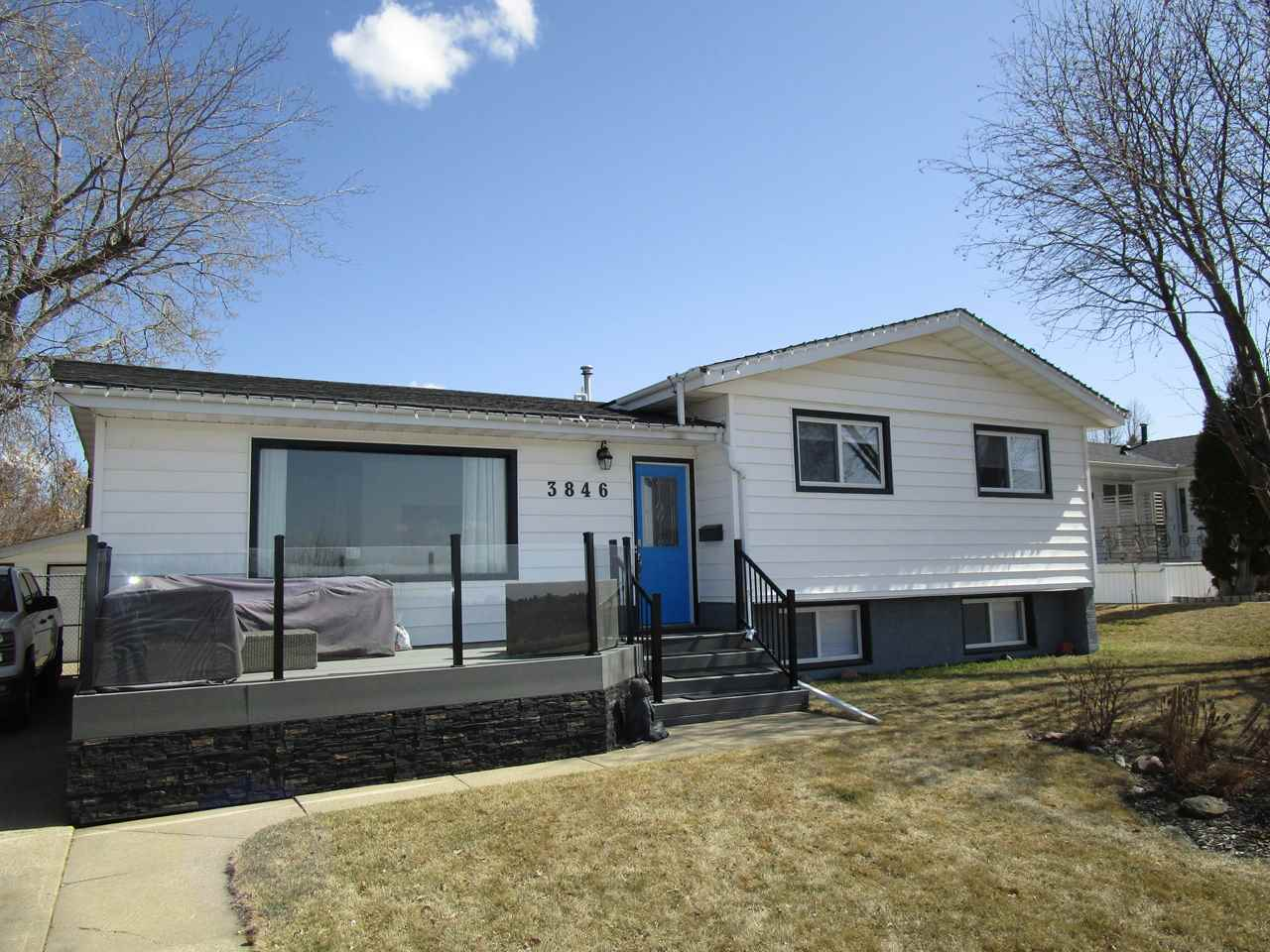 Main Photo: 3846 ADA Boulevard in Edmonton: Zone 23 House for sale : MLS®# E4109587