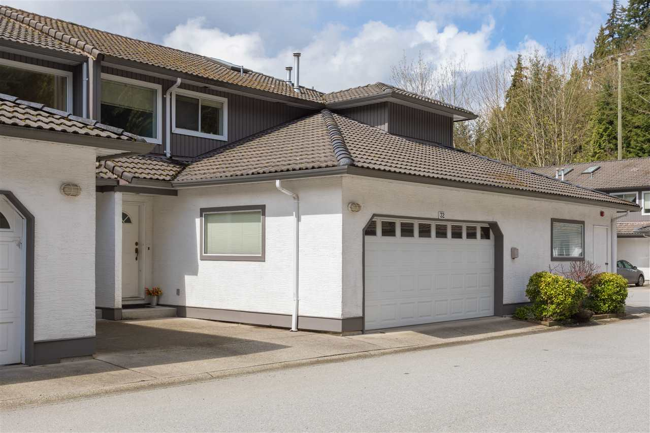"Main Photo: 32 2401 MAMQUAM Road in Squamish: Garibaldi Highlands Townhouse for sale in ""Highland Glen"" : MLS®# R2158262"