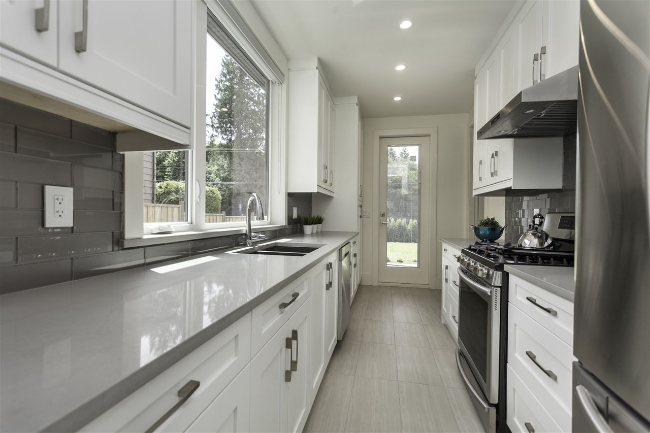 Photo 8: 1331 E 24TH Street in North Vancouver: Westlynn House for sale : MLS(r) # R2175721