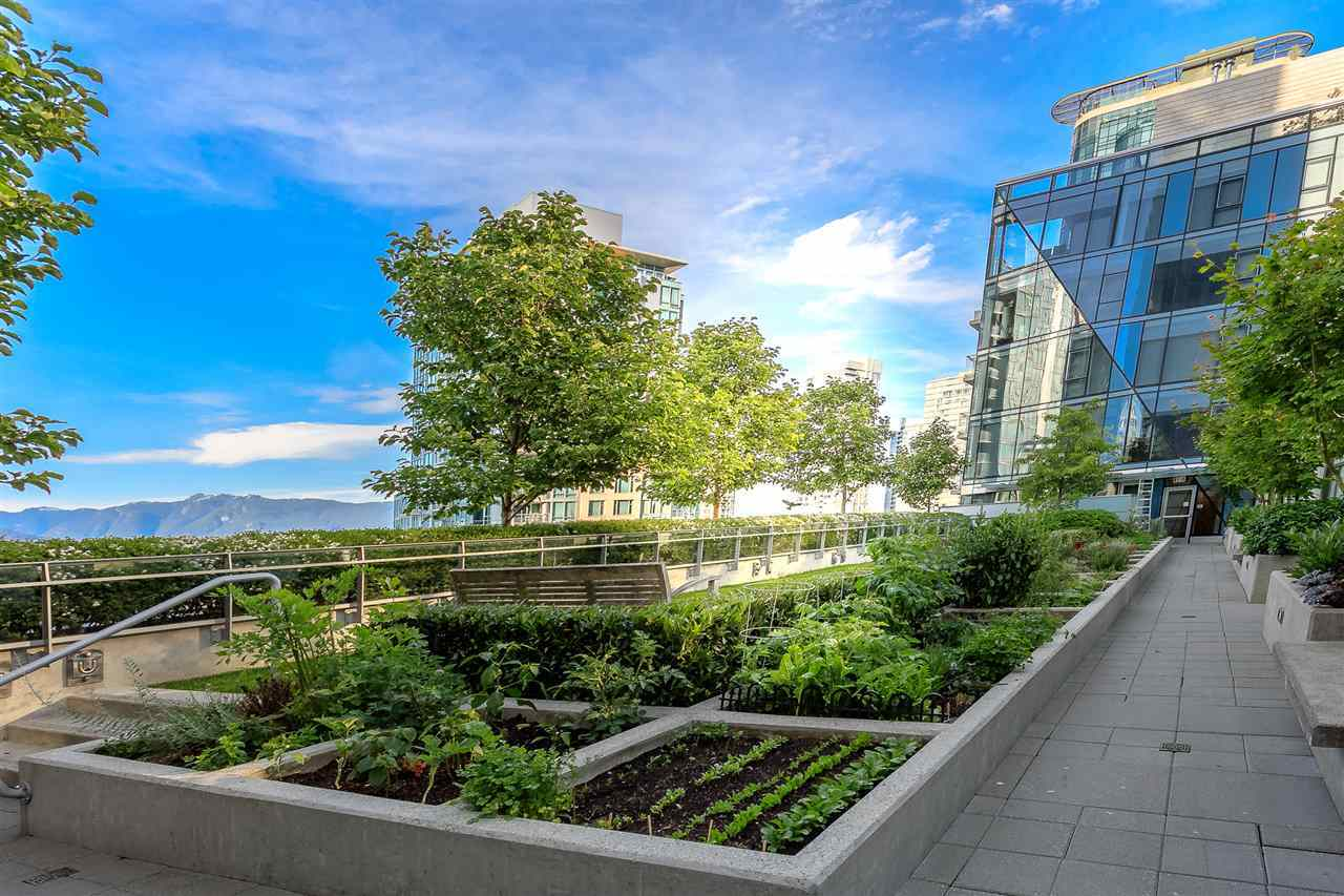 FEATURED LISTING: 403 - 1477 PENDER Street West Vancouver