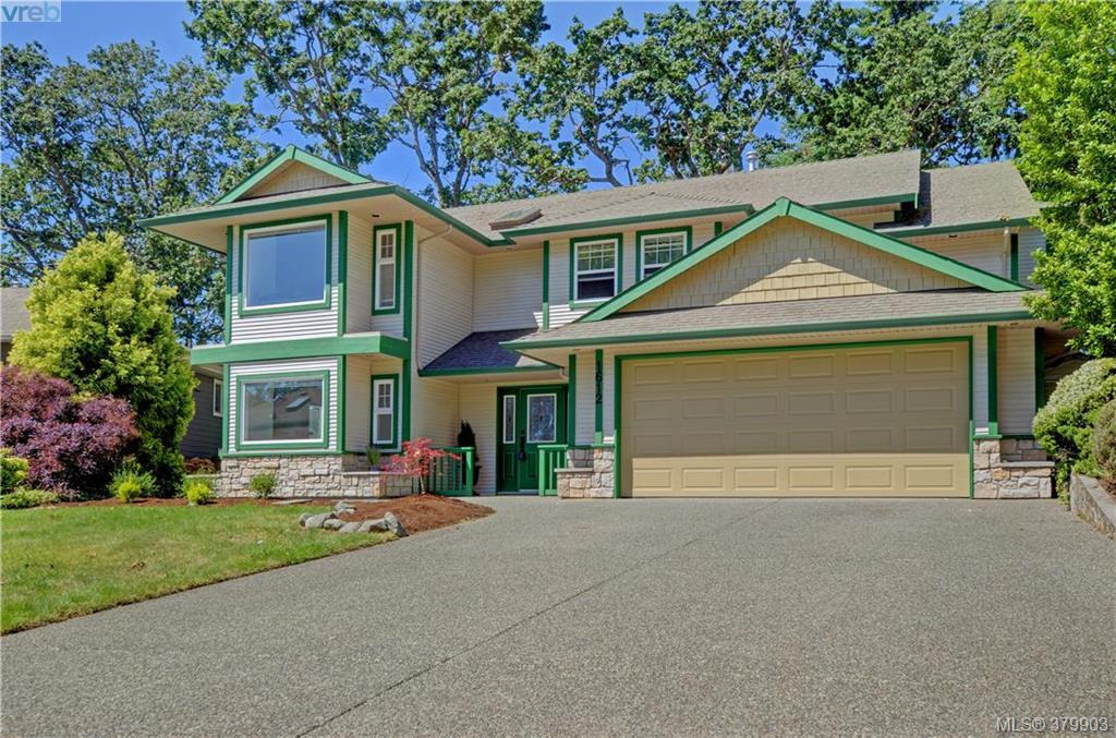 Main Photo: 1612 Nelles Place in VICTORIA: SE Gordon Head Single Family Detached for sale (Saanich East)  : MLS(r) # 379903