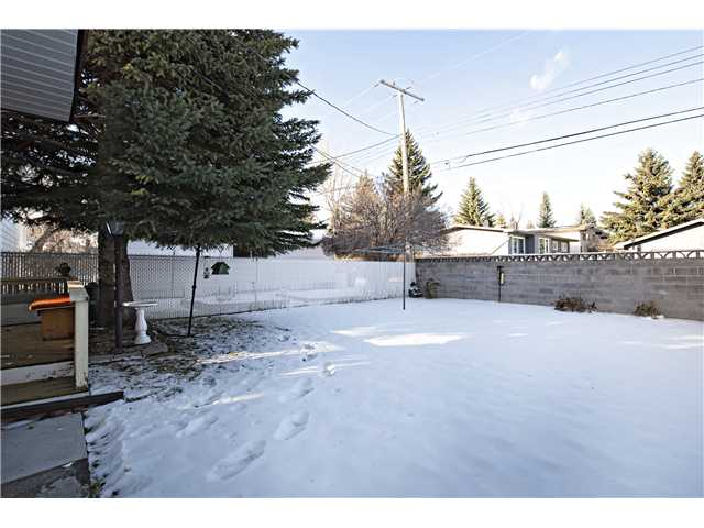 Photo 20: 3112 LANCASTER Way SW in Calgary: Lakeview House for sale : MLS® # C3654230
