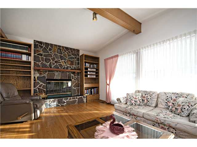 Photo 2: 3112 LANCASTER Way SW in Calgary: Lakeview House for sale : MLS® # C3654230
