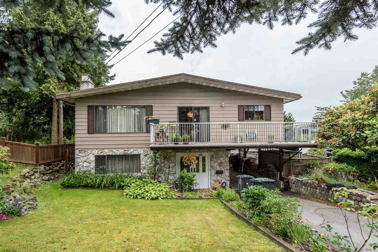 Main Photo: 2086 CONCORD Avenue in Coquitlam: Cape Horn House for sale : MLS®# R2180975