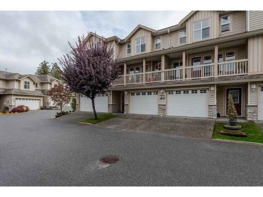"Main Photo: 17 46906 RUSSELL Road in Sardis: Promontory Townhouse for sale in ""RUSSELL HEIGHTS"" : MLS®# R2214224"