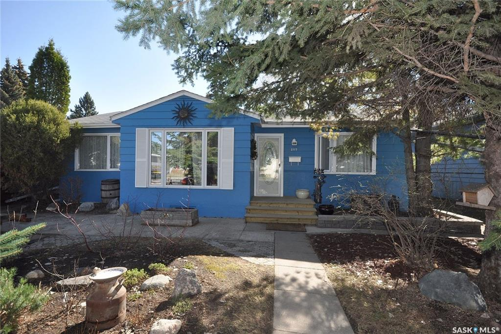 Main Photo: 2117 York Avenue in Saskatoon: Queen Elizabeth Residential for sale : MLS® # SK709744