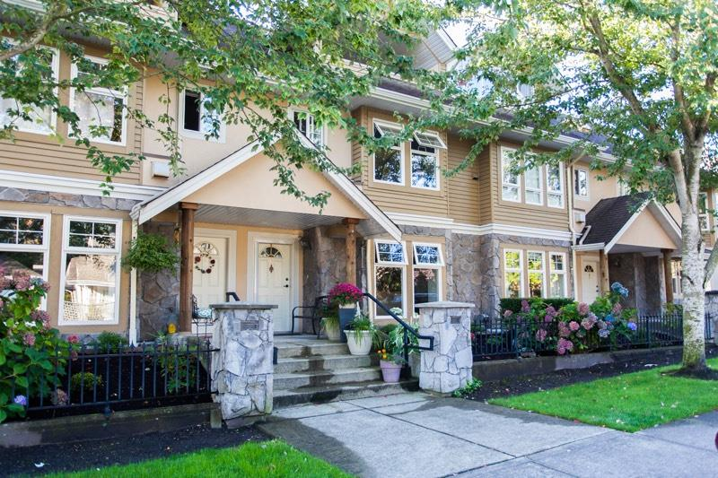 "Main Photo: 6 15432 16A Avenue in Surrey: King George Corridor Townhouse for sale in ""CARLTON COURT"" (South Surrey White Rock)  : MLS®# R2112186"