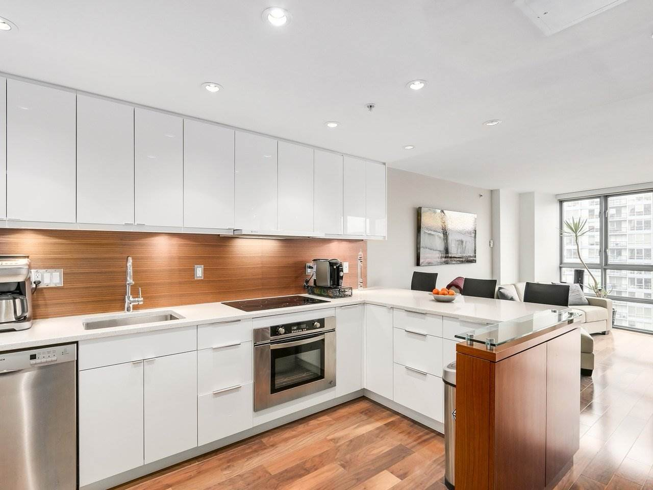 "Main Photo: 2202 930 CAMBIE Street in Vancouver: Yaletown Condo for sale in ""PACIFIC PLACE LANDMARK 2"" (Vancouver West)  : MLS® # R2161898"