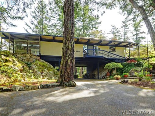 Main Photo: 4513 Edgewood Place in VICTORIA: SE Broadmead Single Family Detached for sale (Saanich East)  : MLS® # 377460