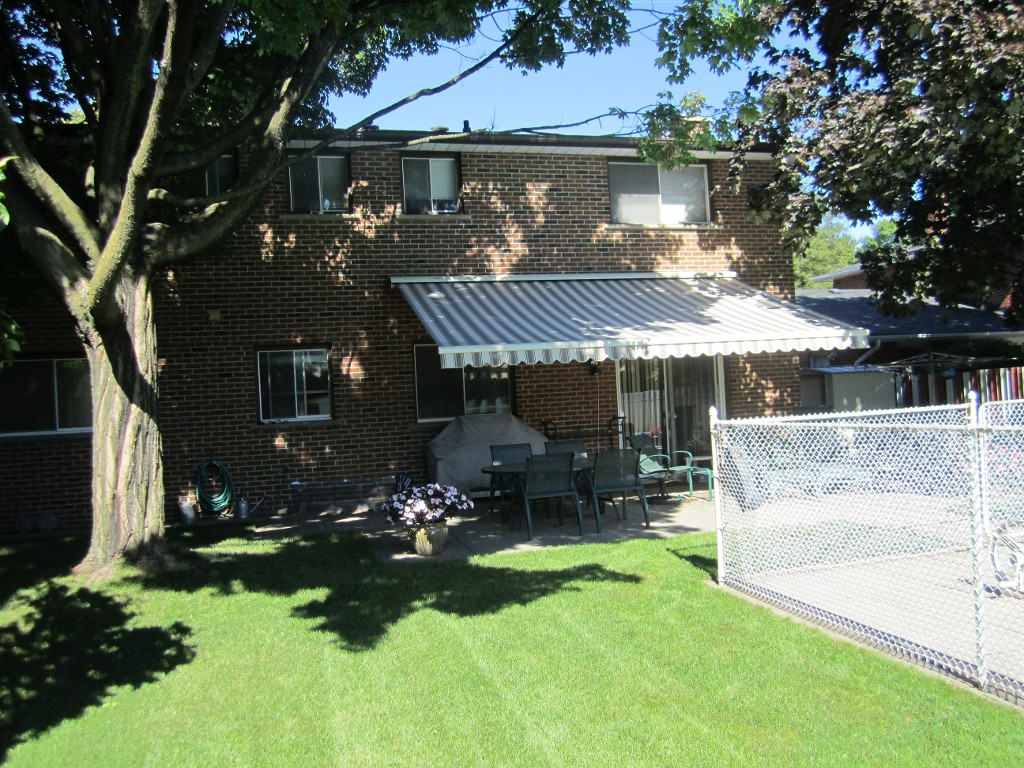Photo 2: 1480 Durham Street in Oakville: Eastlake House (2-Storey) for sale : MLS® # W2866409
