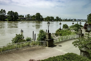 Main Photo: 206 8 LAGUNA Court in New Westminster: Quay Condo for sale : MLS® # R2173009