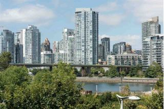 "Main Photo: 305 1616 COLUMBIA Street in Vancouver: False Creek Condo for sale in ""THE BRIDGE"" (Vancouver West)  : MLS® # R2231364"