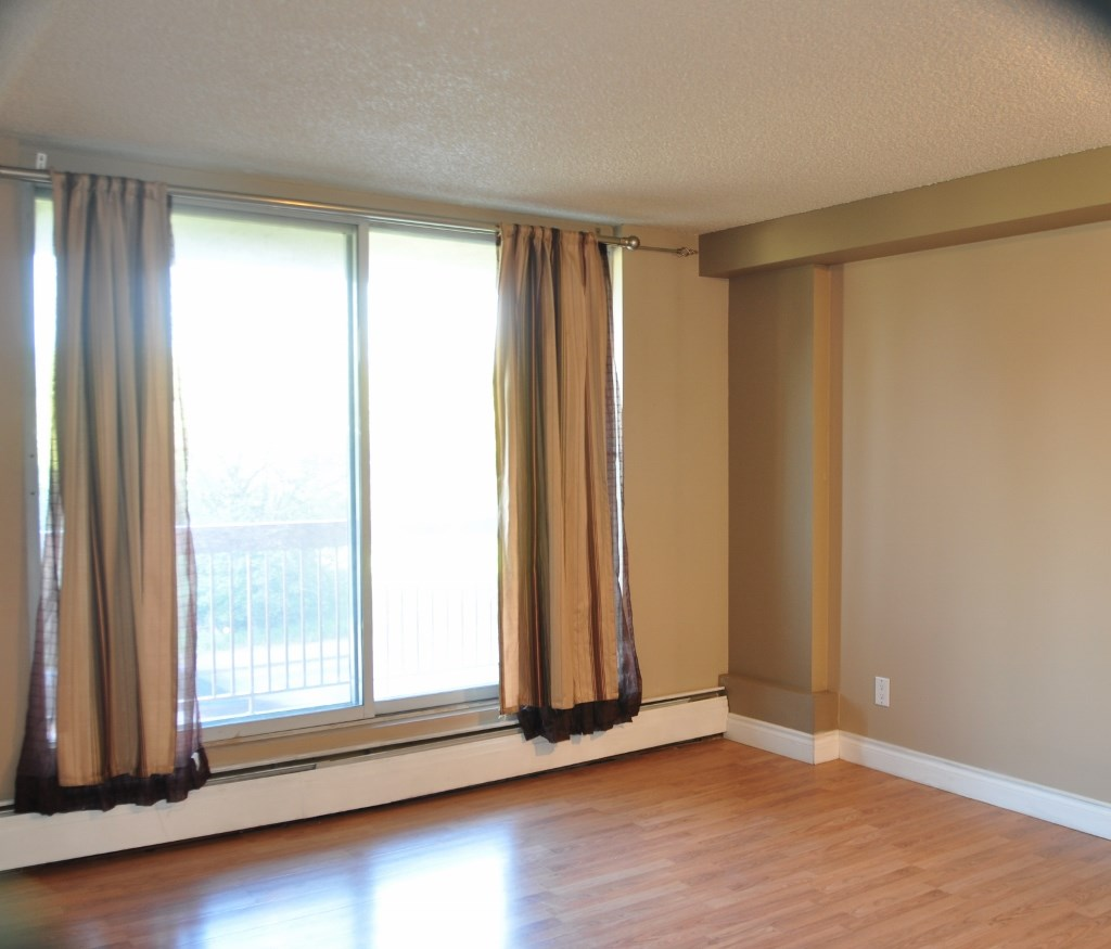 Photo 2: 203 12831 66 Street in Edmonton: Zone 02 Condo for sale : MLS® # E4078685