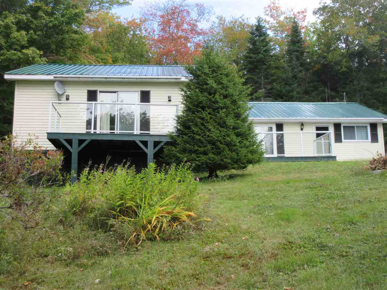 FEATURED LISTING: 148 HILLCREST Drive East Loon Lake Village