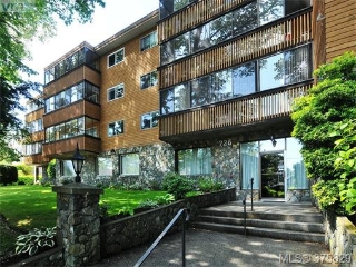 Main Photo: 208 726 Lampson Street in VICTORIA: Es Rockheights Condo Apartment for sale (Esquimalt)  : MLS® # 375829
