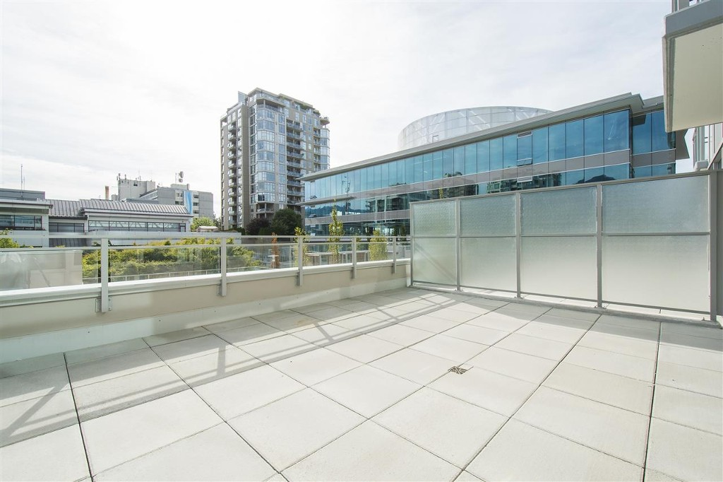 Main Photo: #301 - 125 E 14th Street in North Vancouver: Central Lonsdale Condo for sale : MLS®# R2199094