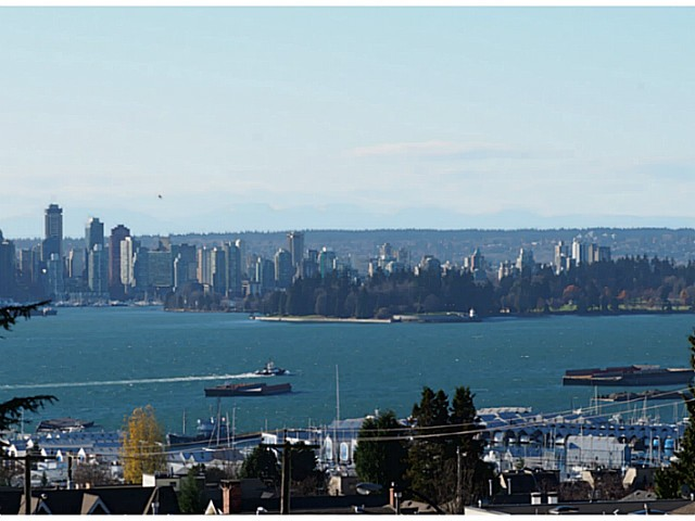 "Main Photo: 404 701 W VICTORIA Park in North Vancouver: Central Lonsdale Condo for sale in ""PARK AVENUE PLACE"" : MLS®# V1036074"