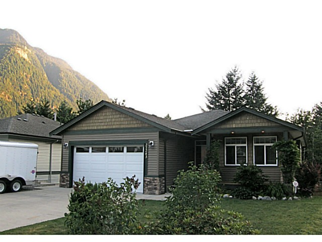 Main Photo: 21243 KETTLE VALLEY Place in Hope: Hope Kawkawa Lake House for sale : MLS®# H2152269