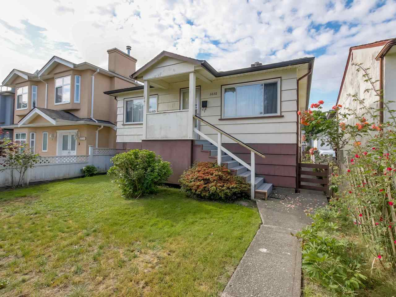 Main Photo: 3232 NAPIER Street in Vancouver: Renfrew VE House for sale (Vancouver East)  : MLS® # R2072671