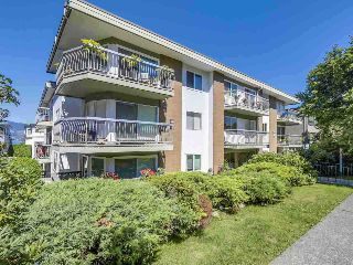 "Main Photo: 105 2335 YORK Avenue in Vancouver: Kitsilano Condo for sale in ""YORKDALE VILLA"" (Vancouver West)  : MLS® # R2215040"