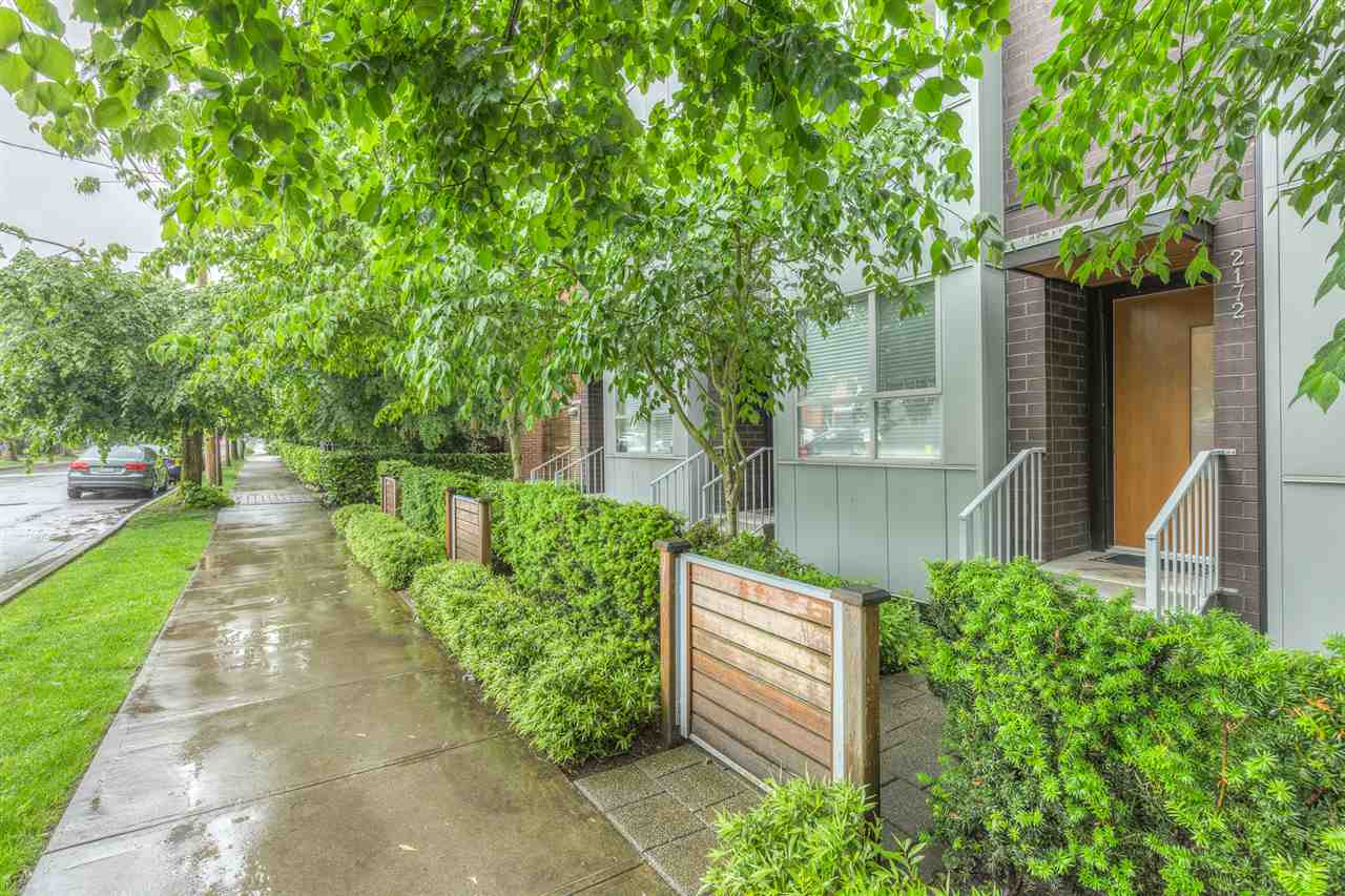 "Main Photo: 2172 W 8TH Avenue in Vancouver: Kitsilano Townhouse for sale in ""CANVAS"" (Vancouver West)  : MLS®# R2176303"