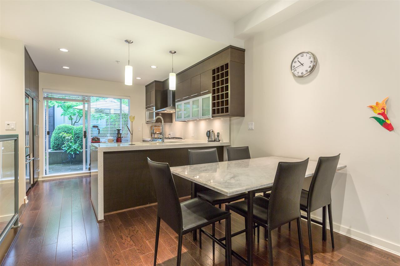 "Photo 2: 2172 W 8TH Avenue in Vancouver: Kitsilano Townhouse for sale in ""CANVAS"" (Vancouver West)  : MLS® # R2176303"