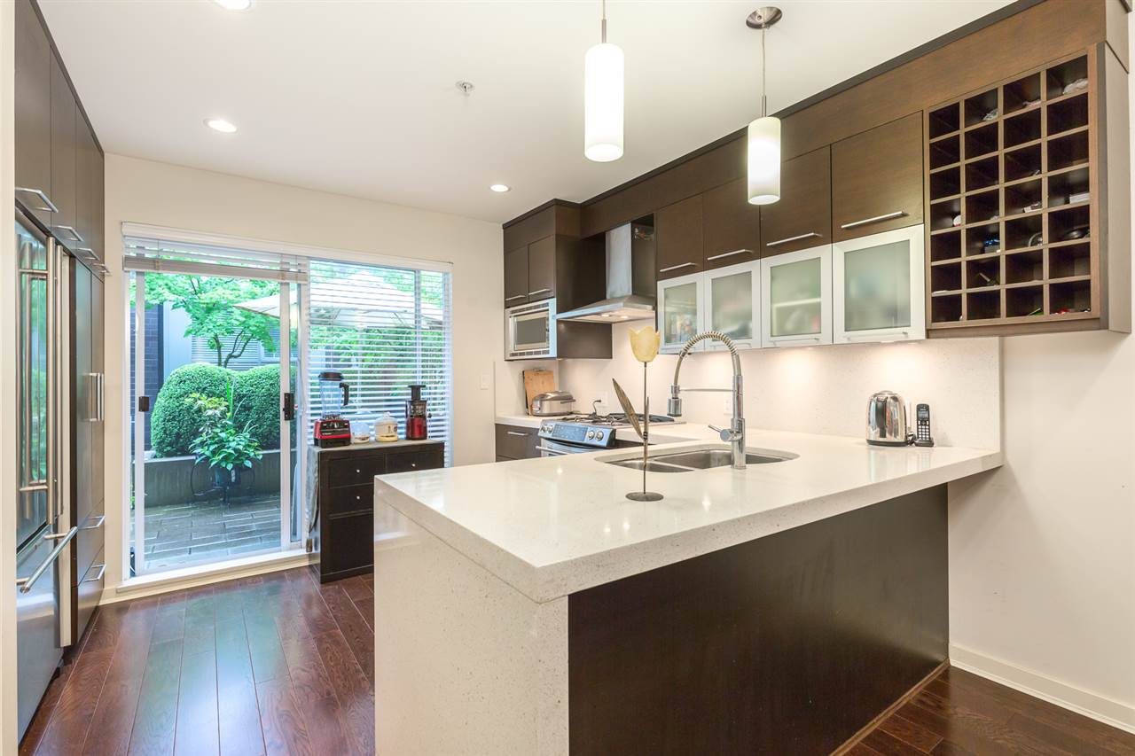 "Photo 3: 2172 W 8TH Avenue in Vancouver: Kitsilano Townhouse for sale in ""CANVAS"" (Vancouver West)  : MLS® # R2176303"