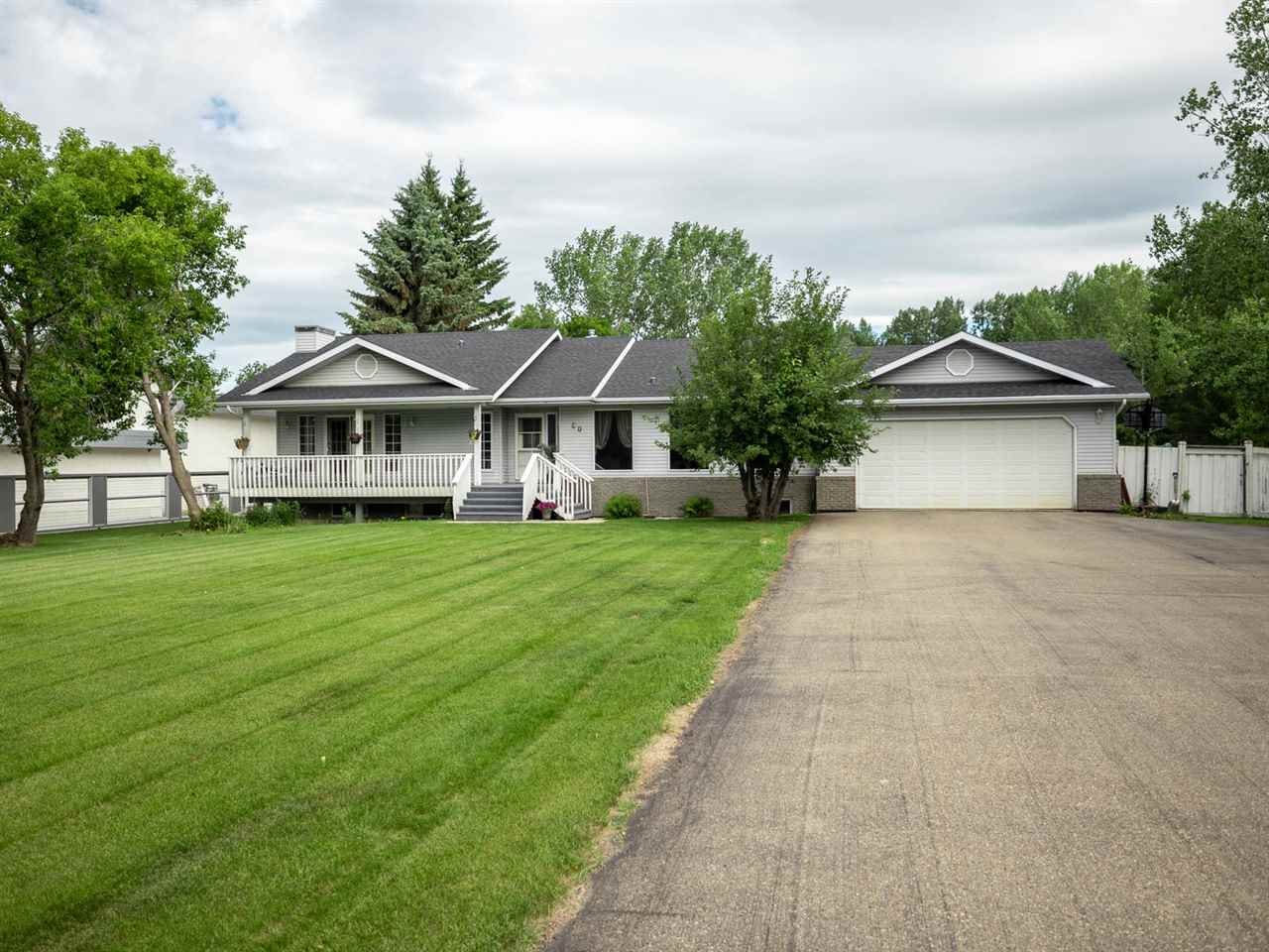 Main Photo: 60 Estate Way W: Rural Sturgeon County House for sale : MLS®# E4118602