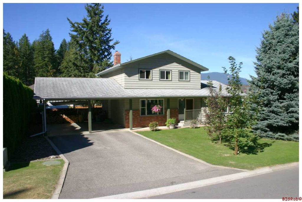 Main Photo: 631 SE 25 Street in Salmon Arm: SESA Residential Detached for sale : MLS® # 10054382