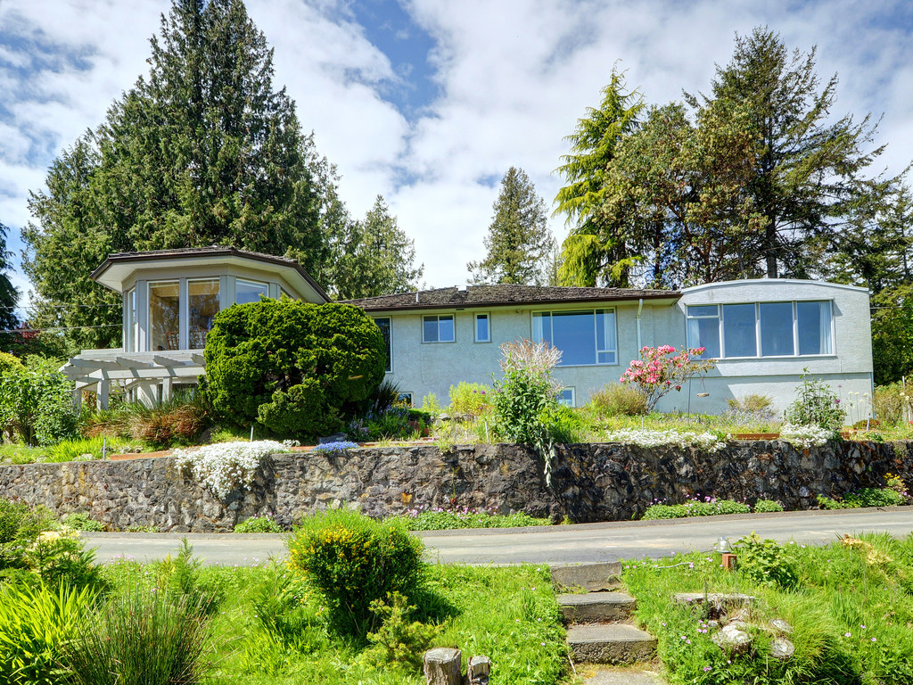 Main Photo: 3980 Locarno Lane in VICTORIA: SE Arbutus Single Family Detached for sale (Saanich East)  : MLS® # 378765