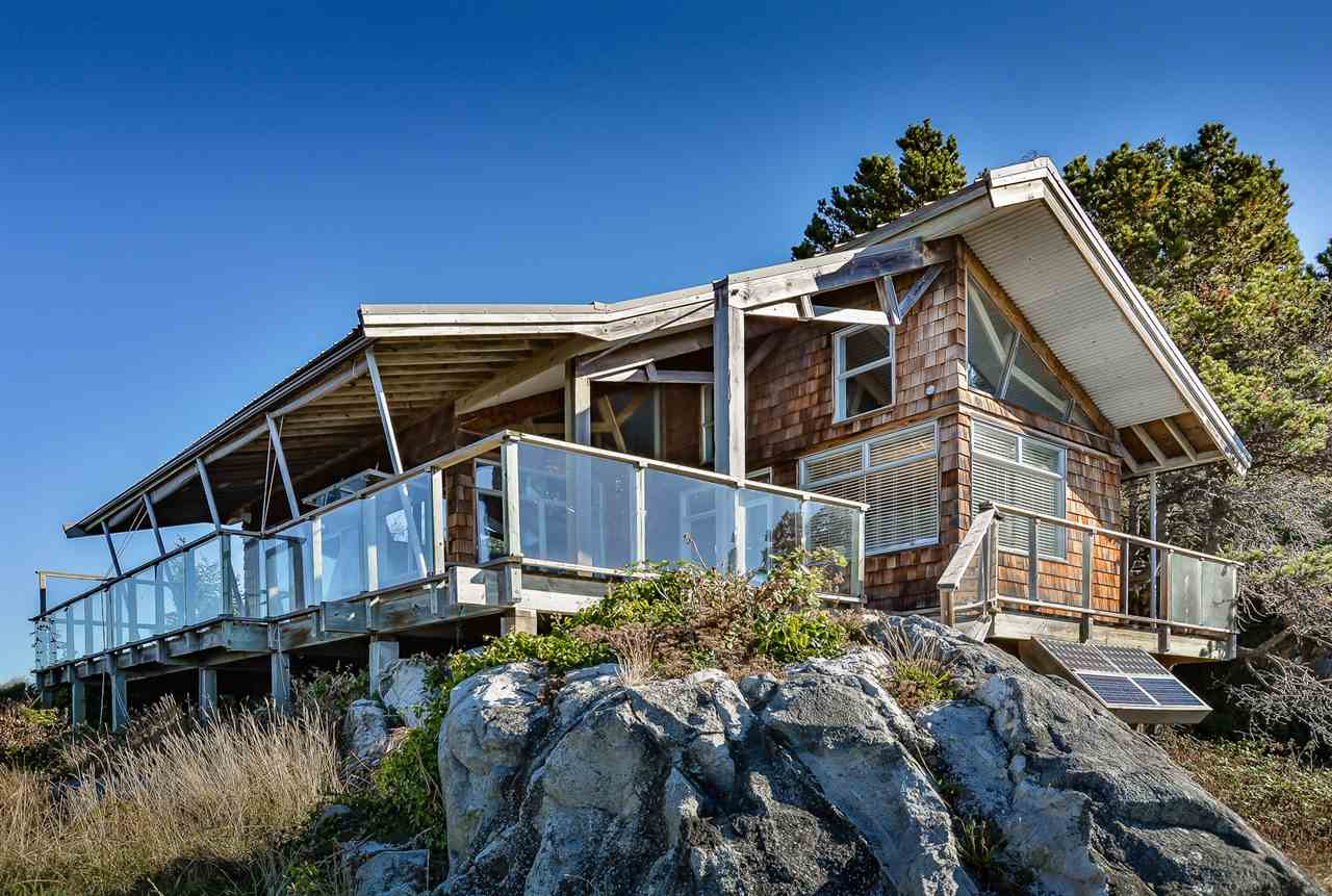 "Main Photo: 49 PASSAGE Island in West Vancouver: Howe Sound House for sale in ""Passage Island"" : MLS(r) # R2103984"
