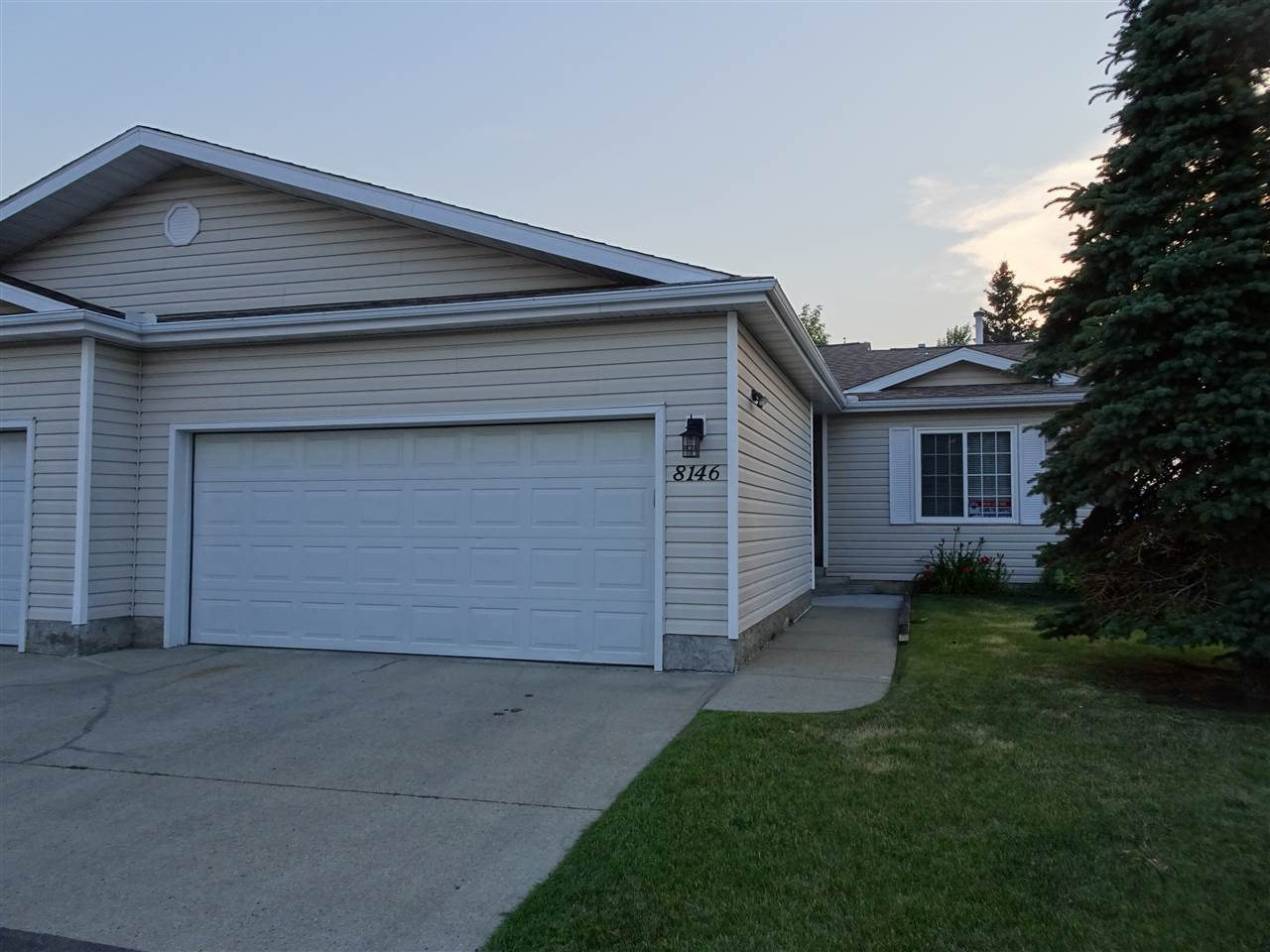 Main Photo: 8146 27 Avenue in Edmonton: Zone 29 House Half Duplex for sale : MLS® # E4059201