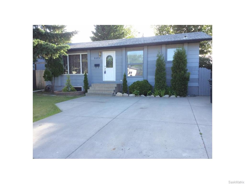 Main Photo: 1227 Latrace Road in Saskatoon: Dundonald Single Family Dwelling for sale (Saskatoon Area 05)  : MLS® # 613156